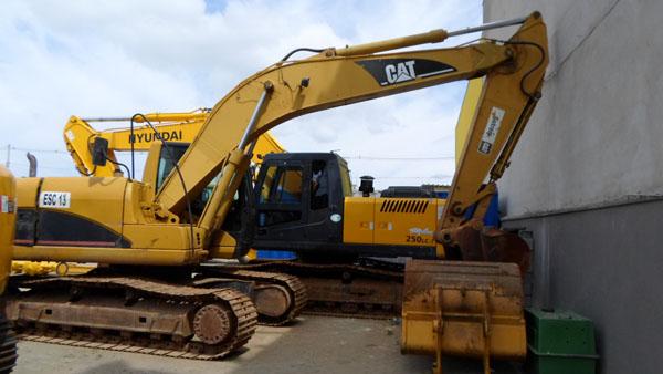 EscavadeiraCATERPILLAR320C - 14J333