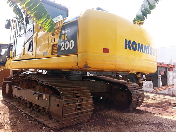 EscavadeiraKOMATSUPC200 - 14k311
