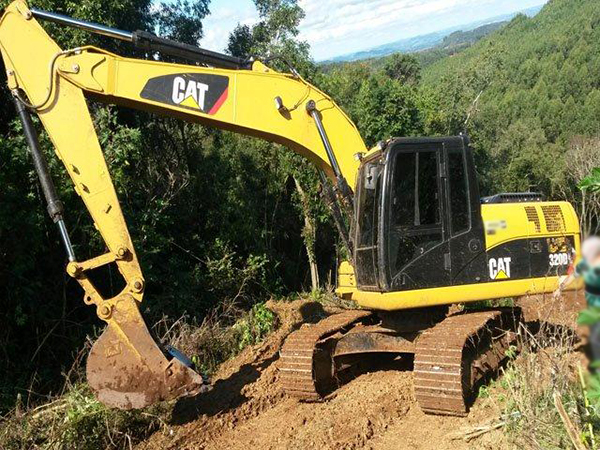 Escavadeira CATERPILLAR 320D - 15E326