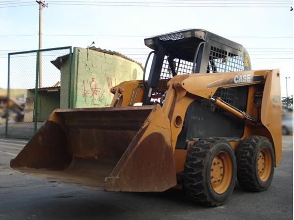 Mini CarregadeiraCASE420 - 15E411