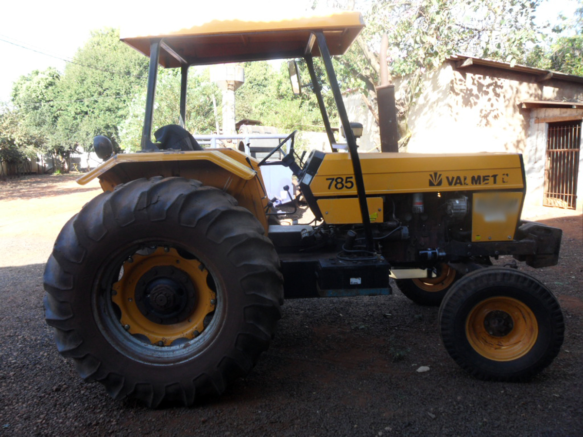 Trator PneuVALTRA785 - 15H238