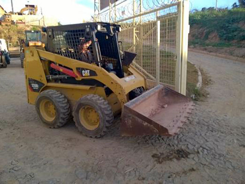 Mini Carregadeira CATERPILLAR 226B - 15H250