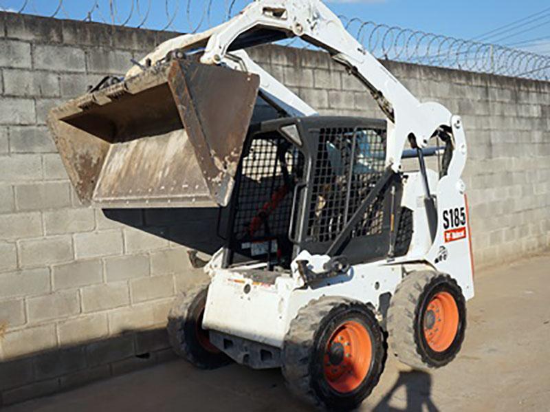 Mini CarregadeiraBOB CATS185 - 15I334