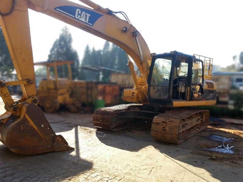 EscavadeiraCATERPILLAR320C - 15K341