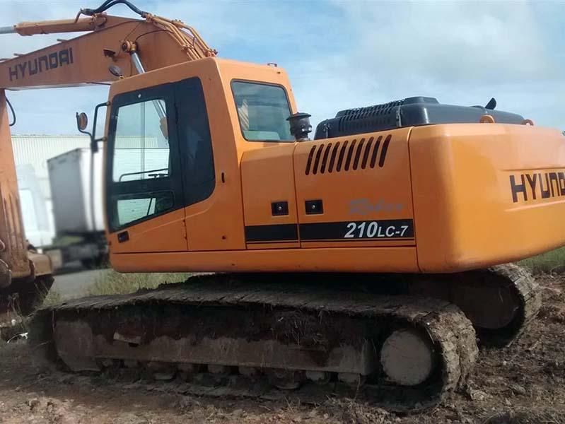 EscavadeiraHYUNDAIR210 - 15K430