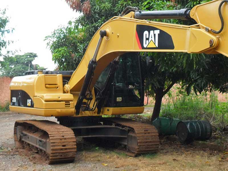 EscavadeiraCATERPILLAR320D - 16A133
