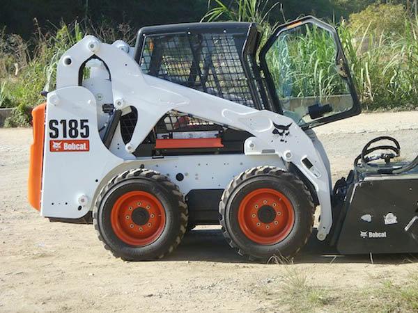Mini CarregadeiraBOB CATS185 - 16F305