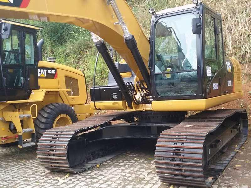 EscavadeiraCATERPILLAR320D - 16G434