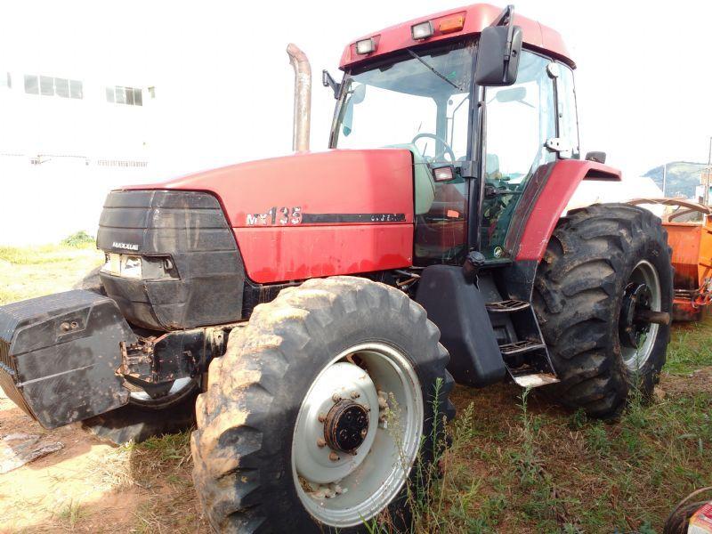 Trator PneuCASEMX135 - 16H207