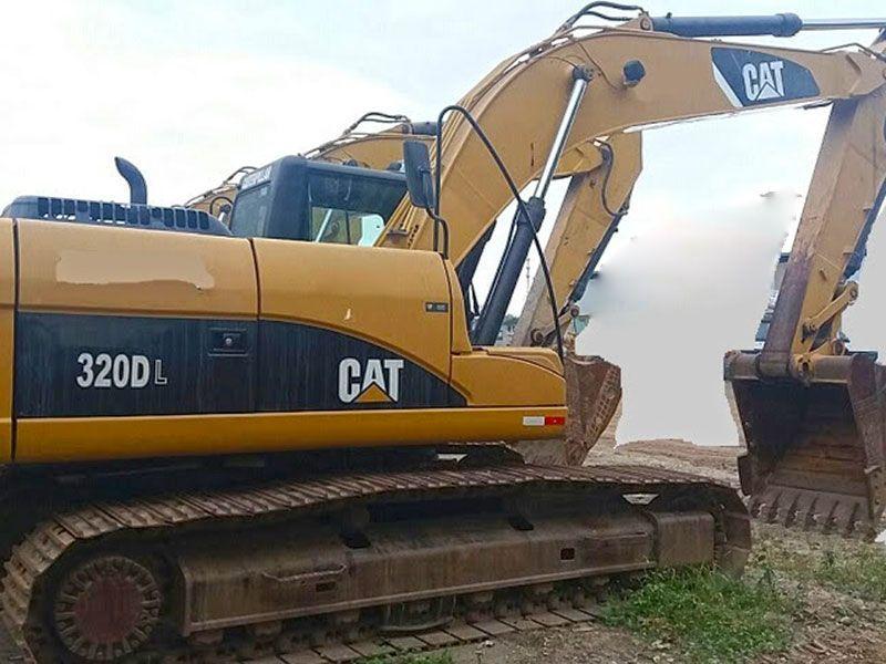 EscavadeiraCATERPILLAR320D - 16J206
