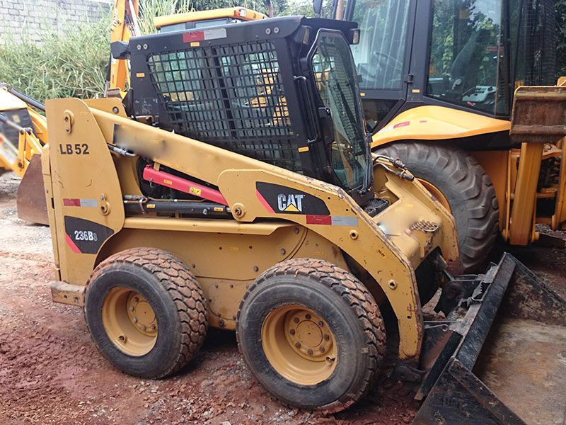 Mini Carregadeira CATERPILLAR 236B - 16L513