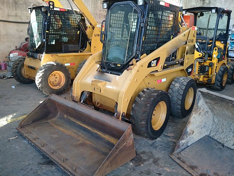 Mini Carregadeira CATERPILLAR 236B - 16L516