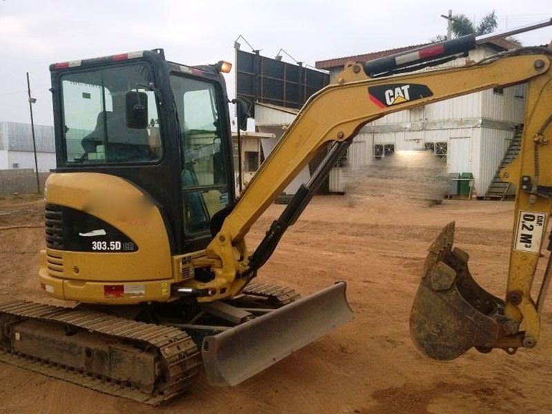 Mini Escavadeira CATERPILLAR 303 - 16L518
