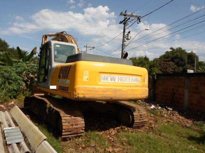 EscavadeiraNEW HOLLANDE215 - 17A429