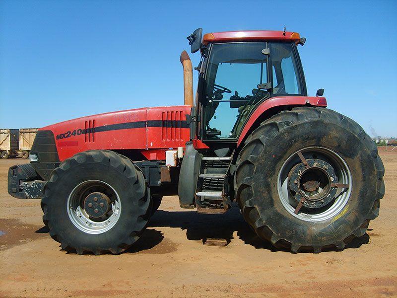 Trator PneuCASEMX240 - 17B211