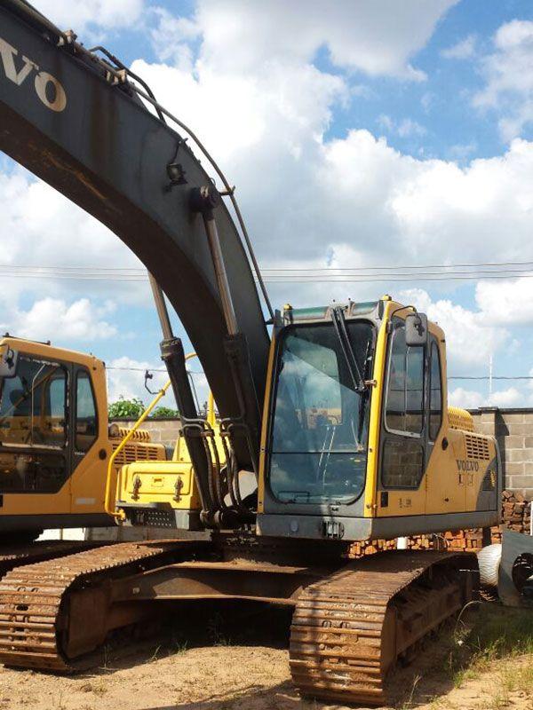 EscavadeiraVOLVOEC210 - 17D207