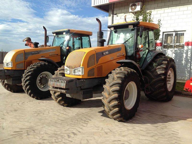 Trator PneuVALTRABH205 - 17E209
