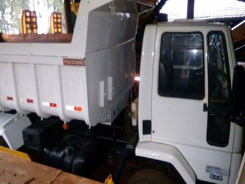 CaminhaoFORDCacamba - 17F304