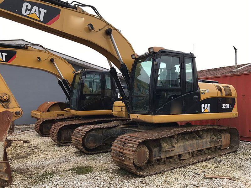 EscavadeiraCATERPILLAR320D - 17G102