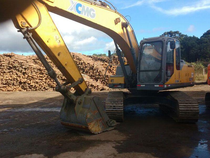 EscavadeiraXCMGXE215C - 17G124
