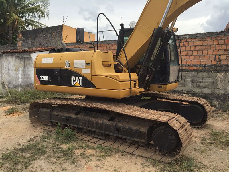 EscavadeiraCATERPILLAR320D - 17G436