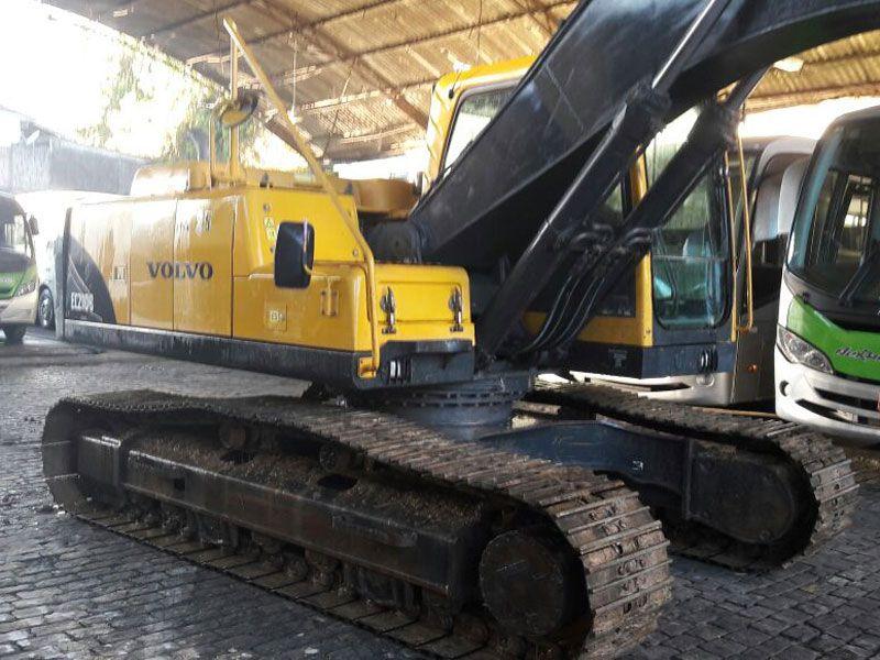 EscavadeiraVOLVOEC210 - 17H206