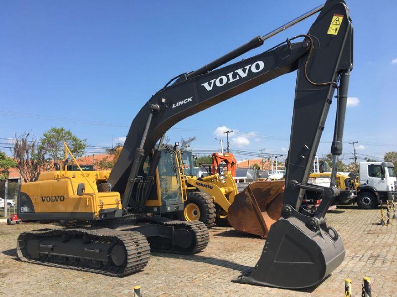 EscavadeiraVOLVOEC210 - 17K115