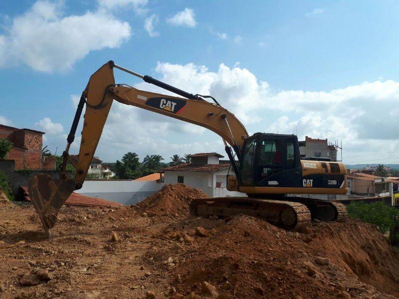 EscavadeiraCATERPILLAR320D - 18A106