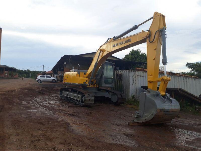 EscavadeiraNEW HOLLANDE215 - 18A401