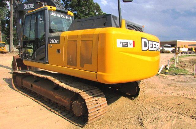 EscavadeiraJOHN DEERE210G - 18A407