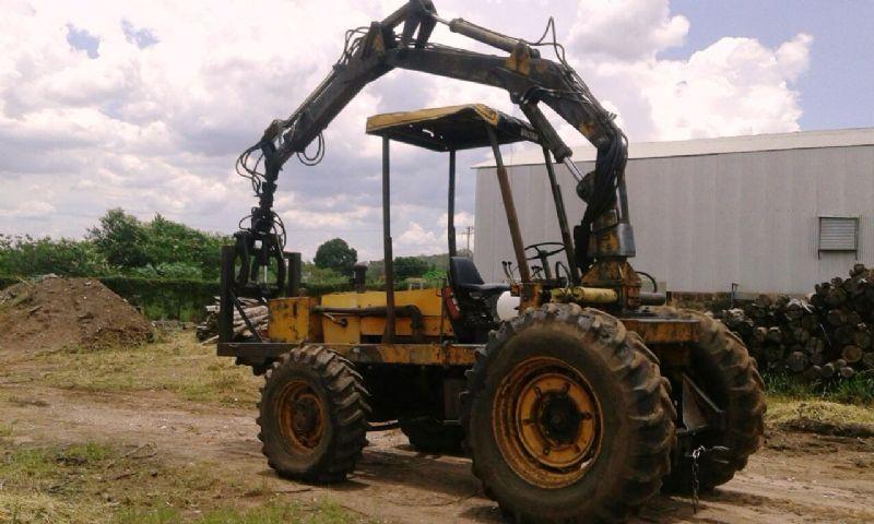 Trator PneuVALMET118-4 - 18A421
