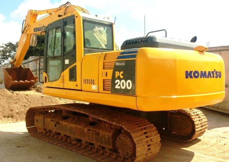 EscavadeiraKOMATSUPC200 - 18D301