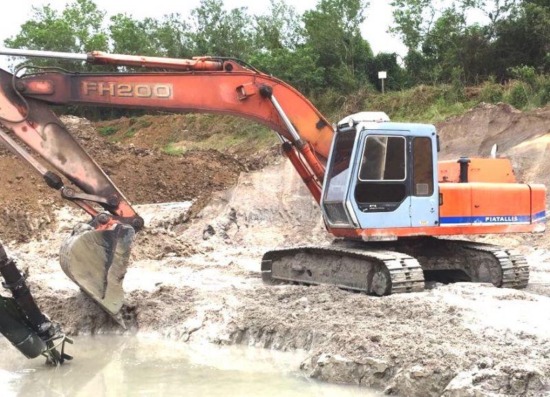 EscavadeiraFIATFH200 - 18D306