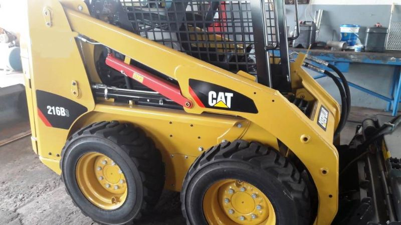 Mini Carregadeira CATERPILLAR 216B - 18D414