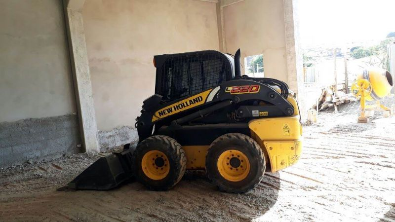 Mini Carregadeira NEW HOLLAND L220 - 18E400