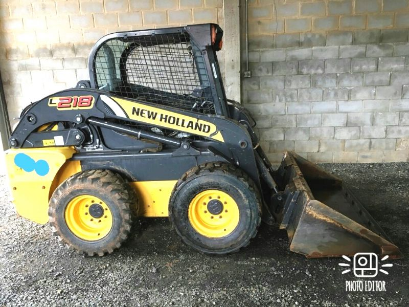 Mini Carregadeira NEW HOLLAND L218 - 18E503