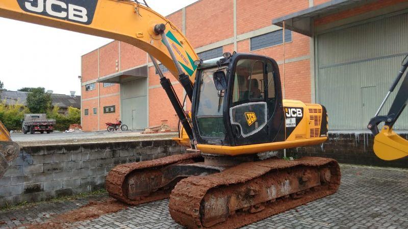 EscavadeiraJCBJS200 - 18G118