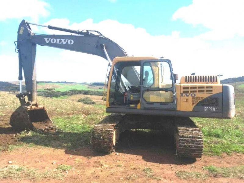 EscavadeiraVOLVOEC210  - 18H302
