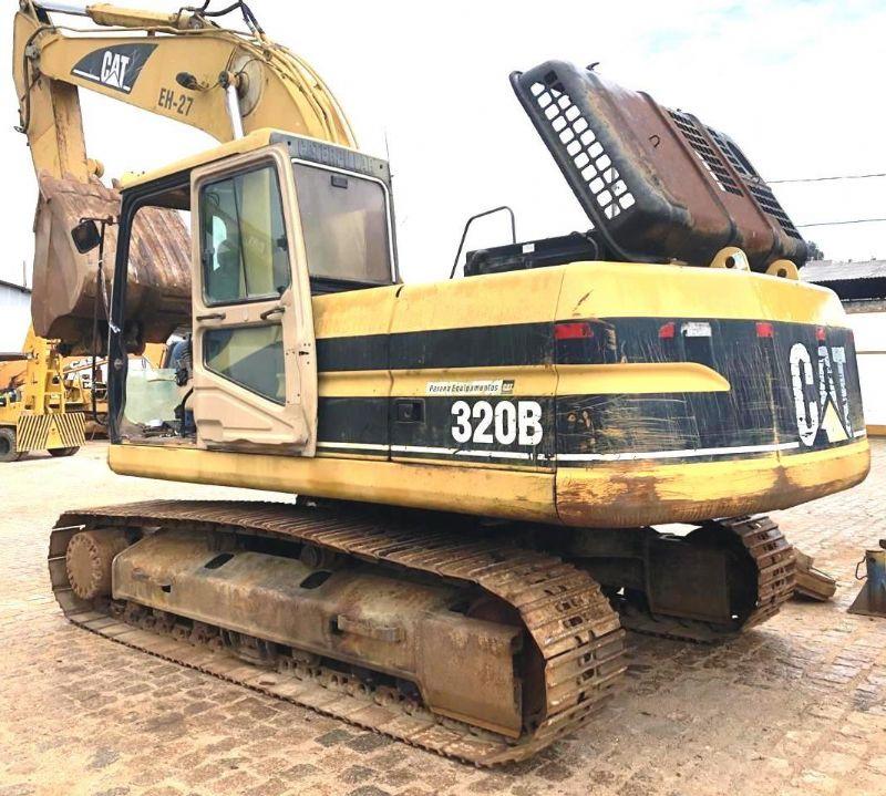 EscavadeiraCATERPILLAR320B - 18K113