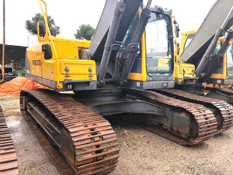 EscavadeiraVOLVOEC210  - 18K114