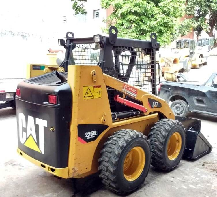 Mini Carregadeira CATERPILLAR 226B - 18L205