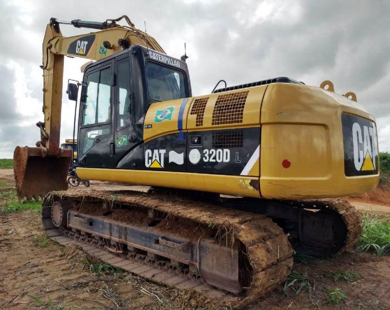 EscavadeiraCATERPILLAR320D - 18L211