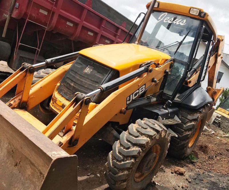 Retro EscavadeiraJCB3C - 18L303