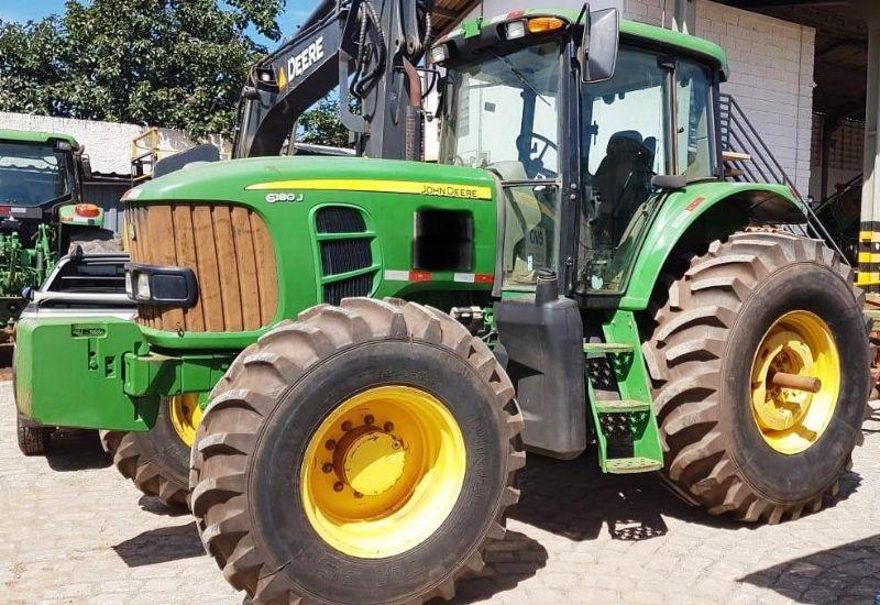 Trator PneuJOHN DEERE6180J - 19C106
