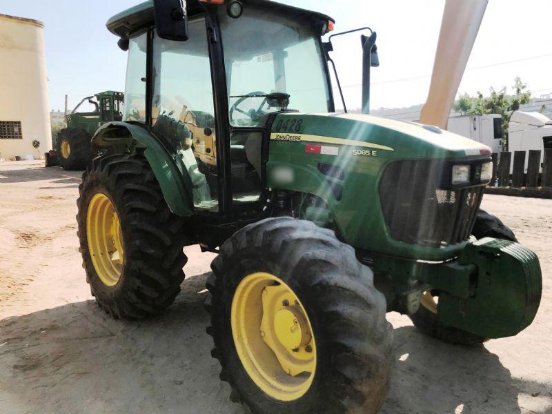 Trator PneuJOHN DEERE5085E - 19J510