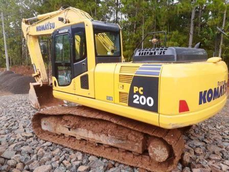 EscavadeiraKOMATSUPC200 - 20B141