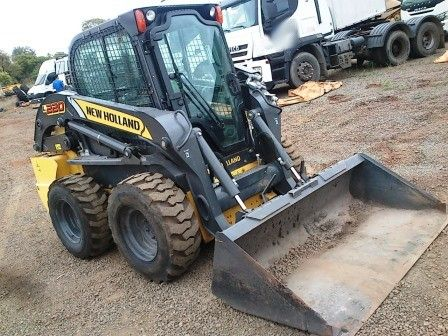 Mini Carregadeira NEW HOLLAND L220 - 20B406