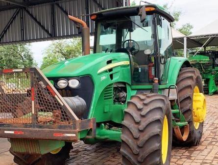 Trator PneuJOHN DEERE7210J - 21A512