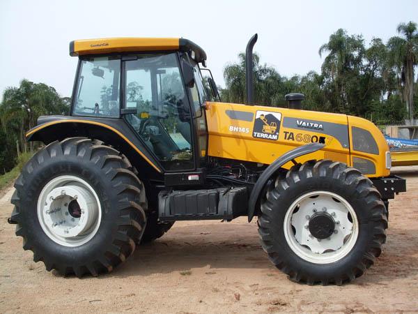 Trator PneuVALTRABH145 - 110526