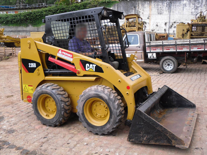 Mini Carregadeira CATERPILLAR 226B - 120705